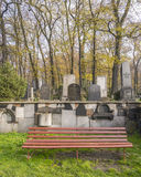 犹太公墓长凳 库存照片