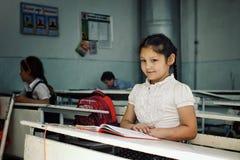 犹太孩子在学校在和平生活在一个主要回教国家 库存图片