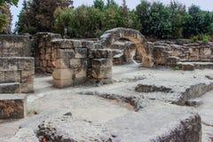 犹太教堂的废墟在大墓地附近的赌注的她` arim国家公园 Kiriyat Tivon市在以色列 免版税库存图片