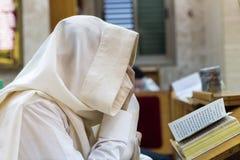 犹太教堂 读Shema 库存照片