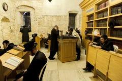 犹太教,大卫的国王的坟茔祷告, 免版税图库摄影
