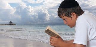 由海的祷告 免版税库存图片