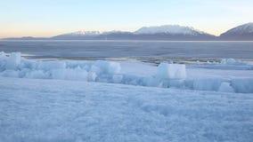 犹他湖结冰的冰床移动式摄影车 股票录像
