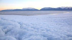 犹他湖结冰的移动式摄影车 股票视频