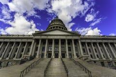 犹他状态国会大厦大厦在有美好的克洛的盐湖城 免版税库存照片