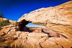 犹他的峡谷地国家公园Mesa曲拱  库存照片
