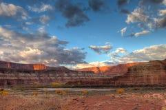 犹他Canyonlands天空区白的外缘路的全国珀丽湾 图库摄影