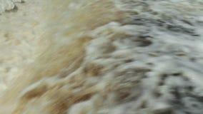 水狂吹的瀑布巨大的流程  股票录像