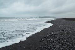 狂放的海岸线在南冰岛 免版税图库摄影