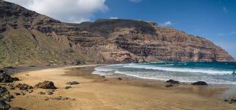 狂放的海滩在Orzola,兰萨罗特岛 免版税库存图片