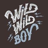 狂放的狂放的男孩手字法T恤杉 免版税库存照片