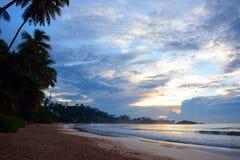 狂放的美丽的海滩斯里兰卡 聚会所 免版税库存照片