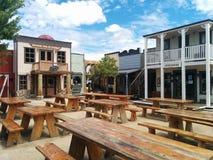 狂放的西部连接点主题的镇和餐馆在威廉斯,亚利桑那 免版税库存照片