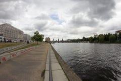 狂欢和东边画廊-街道艺术和街道画在柏林,德国 免版税库存照片
