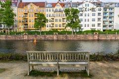 狂欢河的长凳视图 库存照片