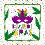 狂欢节与绿色项链框架的狂欢节海报与羽毛和在五颜六色的五彩纸屑背景的紫色面具 免版税库存照片
