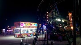 狂欢节中途在晚上 免版税库存照片