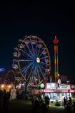 狂欢节乘驾在晚上 免版税库存图片