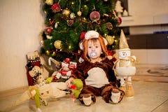 狂欢节服装的男婴 免版税图库摄影