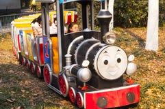 狂欢节火车在公园 免版税库存照片