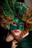 狂欢节绿色屏蔽佩带的妇女 免版税库存照片