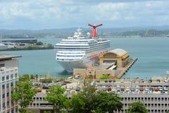 狂欢节自由靠码头在圣胡安 免版税库存图片