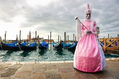 狂欢节长平底船屏蔽威尼斯 库存图片