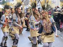 狂欢节队伍在有五颜六色的costums的巴伐利亚 库存照片