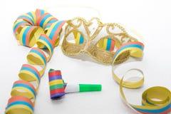 狂欢节面具和飘带 图库摄影