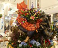 `狂欢节`题材在著名Macy ` s每年花展期间的花装饰 图库摄影