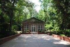 狄克逊画廊的温室和庭院在孟菲斯,田纳西 免版税库存照片