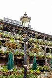 狄更斯旅馆,历史客栈在伦敦 免版税库存照片