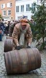 狄更斯节日与桶圣诞颂歌的人卷 库存图片