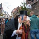 狄更斯节日圣诞颂歌人酒醉丈夫和妻子 免版税库存照片