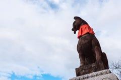 狐狸在fushimi inari taisha寺庙的标志雕象石雕塑  图库摄影