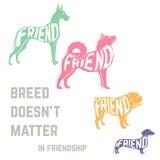 狗与友谊概念文本的品种剪影 免版税图库摄影