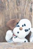 狗减速火箭的被充塞的玩具 在眼睛的焦点,黑白 免版税库存照片