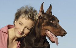 狗妇女 免版税库存图片