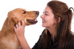 狗愉快的妇女 免版税库存照片