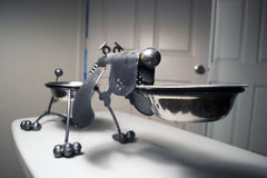 狗碗雕塑 免版税库存图片