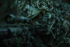 狙击手佩带的ghillie衣服 免版税库存照片