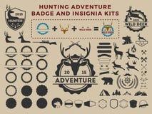 狩猎和冒险徽章商标元素成套工具 皇族释放例证