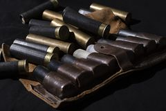 狩猎静物画,猎人有猎枪弹的子弹带 仍然狩猎生活 库存图片