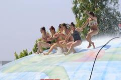 狩医的小组女孩和妇女起泡 免版税库存图片