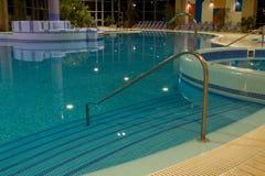 独有的池游泳 免版税库存照片