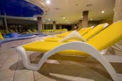 独有的池游泳 免版税图库摄影