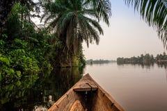 独木舟乘驾在非洲 图库摄影