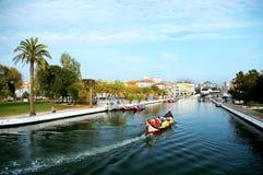 独木舟在阿威罗,葡萄牙 库存图片