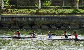 独木舟女性马拉松 免版税图库摄影