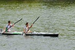 独木舟女性马拉松 免版税库存图片